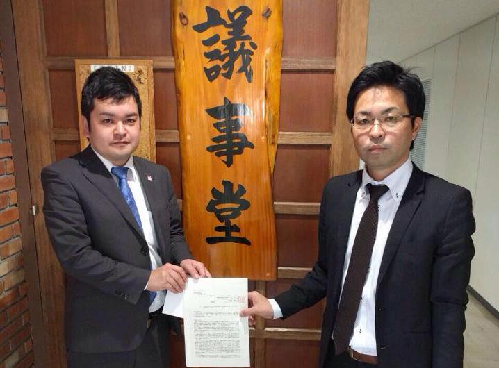 期日前投票所を市内の高校などに設置して頂くよう、宜野湾市議会に陳情を提出致しました。